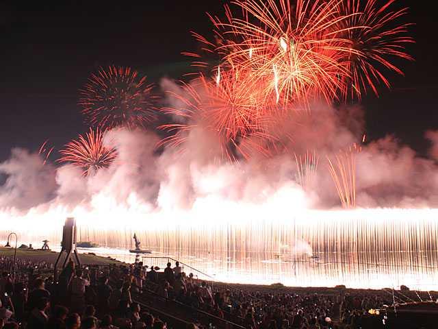 諏訪湖祭湖上花火大会大ナイヤガラ01